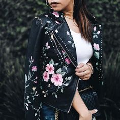 Outfit formula: leather jacket + cuffed jeans + pumps Wearing my DIY jacket from this post . Embroidered Leather Jacket, Painted Leather Jacket, Custom Clothes, Diy Clothes, Leather Jacket Outfits, Diy Leather Jacket Patches, Gucci Leather Jacket, Leather Jackets, Mode Ootd