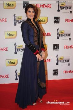 Perform exceptional in auspicious occasions with Sonali Bendre Style Navy Anarkali suits as she performed excellently high at Filmfare Awards event with FKF Bollywood Designer Sarees, Bollywood Fashion, Bollywood Suits, Bollywood Bridal, Designer Anarkali, Bollywood Style, Indian Bollywood, Ethnic Wear Designer, Indian Designer Outfits