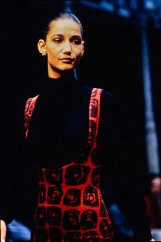 Azzedine Alaïa Fall 1988 Ready-to-Wear Collection - Vogue 80s Fashion, Modern Fashion, Runway Fashion, High Fashion, Fashion Show, Fashion Outfits, Fashion Design, Vogue Paris, Paris Girl