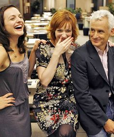 Elisabeth Moss, Christina Hendricks & John Slattery on the set of Mad Men, July 17th 2008. #MadMen