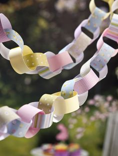 Learn how to make paper chains - a quick project for all the family to do and perfect for picnics and garden parties.