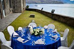 Dettagli tavolo blu e lago di Como.  www.hotelsaligari.com Catering, Table Decorations, Wedding, Home Decor, Valentines Day Weddings, Decoration Home, Catering Business, Room Decor, Gastronomia
