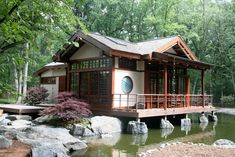 34 Fabulous Japanese Traditional House Design Ideas - Although many different types of housing can be seen in Japan, generally the living area is smaller than in other countries. Some houses are designed . Japanese Home Design, Japanese Style House, Traditional Japanese House, Japanese Home Decor, Japanese Homes, Exterior Tradicional, Japanese Buildings, Asian House, Design Exterior