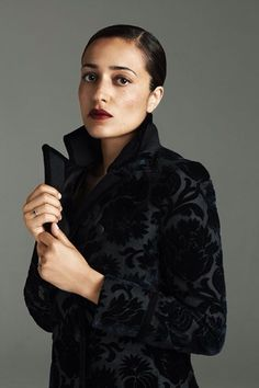 Beauty - Zadie Smith (born is an English novelist, essayist, and short story writer. Author of White Teeth, On Beauty and NW. Beautiful People, Beautiful Women, Beautiful Soul, Zadie Smith, Writers And Poets, White Teeth, Girl Power, Portrait Photography, Black Women