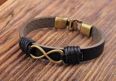 Símbolo de infinito abarca la idea de forever y simboliza el amor eterno y el compromiso. La pulsera simple y hermoso infinito combina cuero negro y un colgante de infinidad de tono bronce antiguo con broches de gancho de metal a juego. Hacer estas pulseras en 4 tamaños:  Pequeño - pulsera es aprox. 7.5 punta a punta y ajusta el tamaño de la muñeca 6 a 6.5 Medio - pulsera es aprox. 8 punta a punta y ajusta el tamaño de la muñeca 6.5 a 7 Grande - pulsera es aprox. 8.5 punta a punta y adapta…