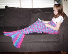 Easy-to-follow crochet pattern for children's mermaid tail blanket