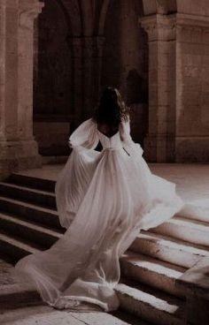 Queen Aesthetic, Classy Aesthetic, Princess Aesthetic, Brown Aesthetic, Aesthetic Outfit, Paradis Sombre, Photographie Portrait Inspiration, Fairytale Dress, Fairytale Fashion