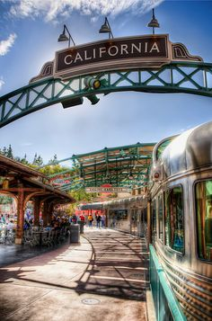The only part of old DCA that I still miss- the train that housed delicious coffee and ice cream <3
