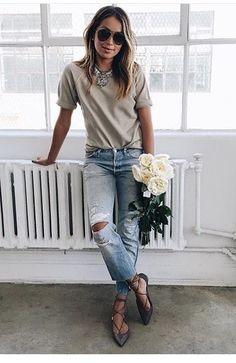 Sweatshirt tee and boyfriend jeans Spring Fashion Outfits, Spring Summer Fashion, Summer Outfits, Casual Outfits, Fashion Tips, Fashion Trends, Look Jean, Mode Simple, Look Blazer