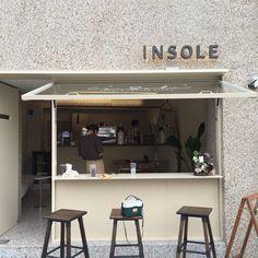 Small Coffee Shop, Coffee Store, Coffee Shop Design, Cafe Interior, Interior Design, Interior Architecture, Breakfast Cafe, Small Cafe Design, Coffee Stands
