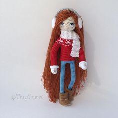 «Угги, джинсы скини, классический красный свитер в скандинавском стиле, меховые наушники, уютный шарф и варежки со снежинками❄️ Когда я смотрю на эту…»