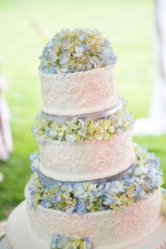gorgeous blue and white hydrangea wedding cake done www.cakesbygraham.com.  More than Just the Icing on the Cake