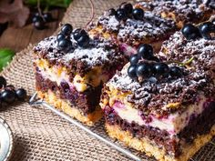 Shortbread cake with fruit and meringue. Kruche ciasto z owocami i bezą. Shortbread cake with fruit and meringue. Low Carb Recipes, Baking Recipes, Cake Recipes, Dessert Recipes, Desserts, Shortbread Cake, Low Carb Grocery, Gourmet Cooking, Funfetti Cake
