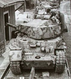 The Modelling News: Build Scale Hungarian Medium Tank 'Turan' II from Bronco Models Self Propelled Artillery, The Modelling News, Tank Armor, Tank Destroyer, Ww2 Photos, Armored Fighting Vehicle, Battle Tank, Ww2 Tanks, Armored Vehicles