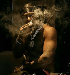 Rapper Wallpaper Iphone, Smoke Wallpaper, Rap Wallpaper, Smoke Art, The Smoke, Break My Heart, Smoke Pictures, Creation Art, Cute Rappers