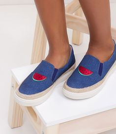 Tênis feminino  Material: tecido  Marca: Satinato  Efeito jeans  Com bordado de melancia       COLEÇÃO VERÃO 2017       Veja mais opções de    tênis femininos   .       Satinato   A Satinato possui uma coleção de sapatos, bolsas e acessórios cheios de tendências de moda. 90% dos seus produtos são em couro. A principal característica dos Sapatos Santinato são o conforto, moda e qualidade! Com diferentes opções e estilos de sapatos, bolsas e acessórios. A Satinato também oferece para as…