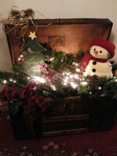 Trunk, Antique Trunk Christmas Decoration, vintage trunk, steamer trunk, trunk with snowman and Christmas tree. by colonialcrafts on Etsy. Christmas Porch, Primitive Christmas, Country Christmas, Winter Christmas, All Things Christmas, Vintage Christmas, Christmas Wreaths, Christmas Ornaments, Primitive Crafts