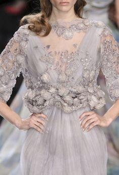 couture detail. ZsaZsa Bellagio Designer Gowns, Love Fashion, Fashion Details, High Fashion, Runway Fashion, Fashion Design, Pretty Dresses, Beautiful Outfits, Vogue