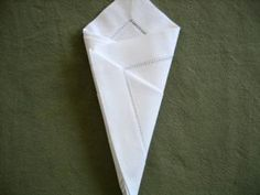 How to fold a napkin into a cone. Simple, elegant and will make your meal special Country Wedding Decorations, Napkin Folding, Communion, Diy And Crafts, Napkins, Make It Yourself, Elegant, Simple, How To Make
