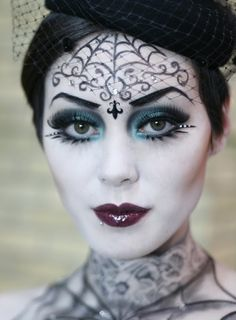 A maquiagem é um item essencial não só para as mulheres ficarem mais bonitas, como também para que as pessoas possam se caracterizar da forma que quiserem. O Halloween, também chamado de dia das bruxas, é muito popular nos Estados Unidos, mas com o tempo, essa estranha comemoração está chegando em outros países, como o …