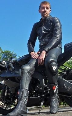 men in leather Motorcycle Suit, Motorcycle Leather, Leather Men, Leather Pants, Bike Leathers, Biker Gear, Bikers, Take That, Outfit
