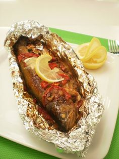 pastravi in folie Romanian Food, Romanian Recipes, Fish And Seafood, Cheesecakes, Meatloaf, Fish Recipes, Main Dishes, Good Food, Toast