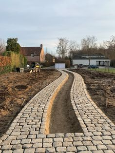 Cobbled Driveway, Brick Paving, Summer Cabins, Stone Masonry, Driveway Landscaping, Entrance Design, House Landscape, Village Houses, House Front