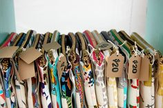 Craft show tips & ideas. Bag Display, Market Stall Display, Display Ideas, Craft Fair Displays, Craft Show Table, Craft Fair Table, Craft Show Booths, Craft Show Ideas, Craft Sale