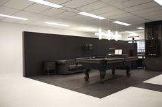 #Office #Tuesday – Gummo: Nieuw 'tweedehands' kantoor. Mooie ruimte in een kantoor met een grijs gespoten tweedehands #pooltafel.