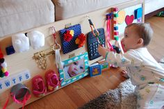 Tabla de Actividades (Busy boards), Montessori With these boards we can work many aspects such as fine motor, manual eye coordination, laterality, etc. Sensory Activities, Infant Activities, Activities For Kids, 7 Month Old Baby Activities, Baby Kind, Baby Love, Sensory Boards, Sensory Wall, Baby Sensory Board