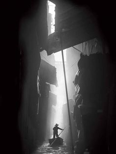 The mysterious and experimental black and white photography of photographer Fan Ho gives us a unique chance to see the long-lost cityscapes of Hong Kong in the putting its vast cultural, social and economic changes into perspective. Fan Ho, Vintage Photography, Fine Art Photography, Street Photography, Photography Courses, Photography Gloves, Drone Photography, Wedding Photography, Brighton Photography