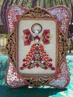 Vintage Jewelry Crafts Vintage Rhinestone Jewelry Christmas Tree Framed Angel Art - 10 x 8 - Costume Jewelry Crafts, Vintage Jewelry Crafts, Recycled Jewelry, Antique Jewelry, Vintage Jewellery, Jeweled Christmas Trees, Christmas Tree Art, Christmas Jewelry, Xmas