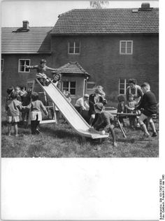 kindergarten in the 1960s | ... 72952-0003, Milkau, Blick auf den Kindergarten.jpg - Wikimedia Commons