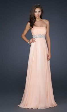 Awsome prom dress. I love the colour!
