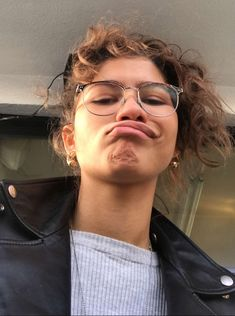 Love it Zendaya! The mouth looks probably the strangest! Estilo Zendaya, Zendaya Style, Disney Channel, Model Tips, Zendaya Maree Stoermer Coleman, Foto Gif, Grunge Hair, Tom Holland, Celebrity Crush