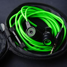 Designed out of aircraft grade aluminum, the Razer Hammerhead Pro Earphones packs high-quality acoustic performance in a sleek and portable form factor.