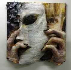 Thea Wolfe, Self with Mask (papier et techniques mixtes sur bois).  (1983-) Peintre et sculpteure surréaliste américaine formée au Cornish College of the Arts, inspirée par la musique pop et créatrice de tatouages.