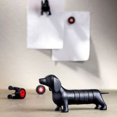 Qualy Dachshund magnetisk hund - sort - Design fabrikken - Bolig