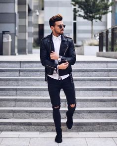 "10.1k Likes, 122 Comments - Rowan Row (@rowanrow) on Instagram: ""Ripped jeans and leather jacket ✔️ Have a good Sunday everyone ___________ #sundayfunday #inspo…"""