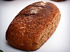Ankerstokken har også vært solgt i en del varianter som er fjernt fra originalen – den skal ikke være luftig som et kneippbrød, men et kompakt og saftig rugbrød. For god ankerstokk bør du sette surdeig et par dager i forveien – og det fineste er om du tar vare på en stamme i surdeigen, en liten klump som du blander i din neste surdeig. Da utvikler du din egen bakteriekultur og dermed ditt distinkt eget rugbrød.Kilde: Adresseavisen. Foto: Terje Visnes Banana Bread, Food And Drink, Desserts, Tailgate Desserts, Deserts, Postres, Dessert, Plated Desserts