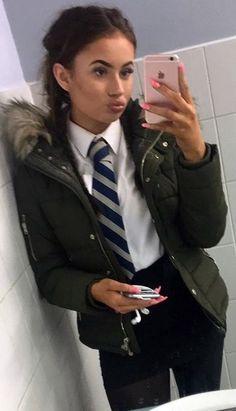 Selfie In Her School Uniform School Uniform Outfits, Cute School Uniforms, Girls Uniforms, Party Outfit For Teen Girls, Outfits For Teens, Girl Outfits, British School Uniform, Women Wearing Ties, School Girl Dress