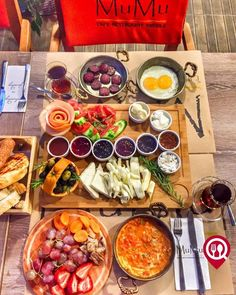 Serpme Kahvaltı - Mumu Cafe Restaurant Nargile / İstanbul ( Ataşehir )  Çalışma Saatleri 08:00-02:00  0 216 470 67 66  Kahvaltı 24 TL / Kişi Başı   Menemen 950 TL   Alkolsüz Mekan  Paket Servis Yok  Multinet Setcard Var Daha fazlası için Snapchat : yemekneredeynr takip et...   Fotoğraftaki görsel 2 kişiliktir. Sahanda yumurta ve sucuk fiyata dahildir. Kahvaltı yanında 2 çay ikramdır.