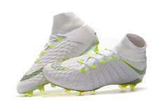Soccer Boots, Football Boots, Soccer Cleats, Tacos Nike, Nike Tenis, Salah Liverpool, Nike Football, Famous Brands, Ronaldo