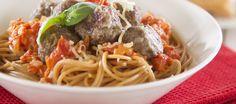 Lihapullat tomaattikastikkeessa ja spagetti
