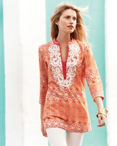 Indikka Tunic, so pretty. Love the color with gold jewelry. Fashion Design, Fashion Tips, Fashion Trends, Style Fashion, Beautiful Blouses, Spring Outfits, Tunic Tops, My Style, Womens Fashion