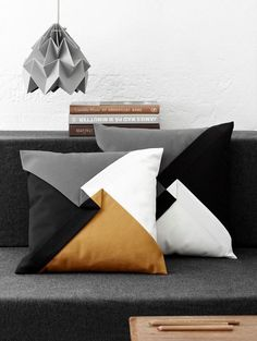 An origami lampshade from Snowpuppe makes your home cosy. The geometric shapes of the origami lamps fit in almost any interior. Diy Pillows, Couch Pillows, Decorative Pillows, Throw Pillows, Decorative Items, Fall Pillows, Paper Lampshade, Geometric Throws, Geometric Cushions