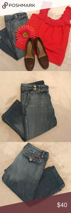 """🎀SALE🎀 7 for all Mankind Cropped Jeans Awesome 7 for all Mankind Cropped Jeans 98% cotton 2% polyurethane Inseam 17"""" Rise 8"""" Size 27 7 For All Mankind Jeans Ankle & Cropped"""