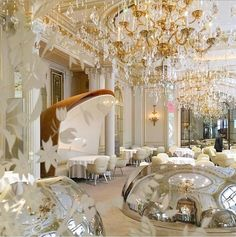 Indulge in true splendour at Hôtel Plaza Athénée, one of Paris's most iconic luxury hotels. Discover our exquisite range of luxury rooms and suites. Luxury Rooms, Luxury Homes Interior, Dorchester Collection, Paris Hotels, Places Around The World, Chandelier, Ceiling Lights, Table Decorations, House
