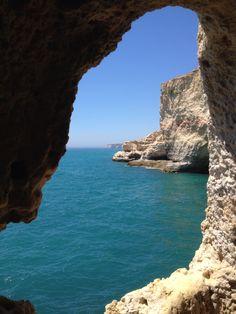 Des roches et l'océan : côte en Algarve / Portugal