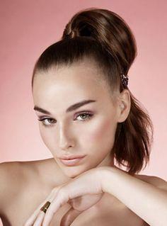 El maquillaje nude seguirá siendo una alternativa: colores suaves acorde a tu tono de piel, una opción con mucha clase y glamour.  Foto: Elle.